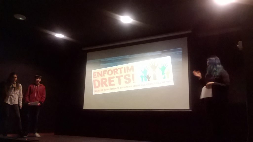 Alumnes de l'IE presenten el projecte Enfortim Drets! a la Biblioteca de Lloret.